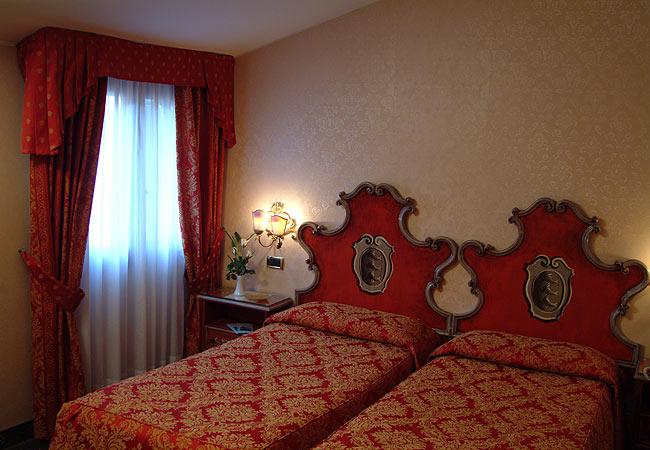 Hoteles venecia hotel antico panada sitio oficial for Habitaciones especiales
